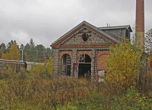 Förorenad. Marken kring den gamla sågen i Robertsholm kan komma att kosta 25 miljoner kronor att rena från arsenik och krom. Avtal kommer att tecknas om en månad med företaget SKF om hur stor summa de kommer att få stå för.