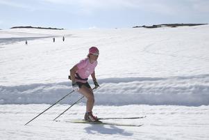 Charlotte Kalla på Sognefjellet i maj. Nu är det barmarksträning som gäller.