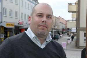 Tomas Falkensson, den nye näringslivschefen i Sollefteå, hade rätt kvalifikationer för jobbet. Efter att ha grillats under rekryteringsprocessen, som pågått sedan i höstas, är han nu på plats.