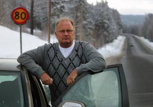 Sten-Ove Danielsson, kommunalråd i Ånge, startar kampanj mot sänkta hastighetsgränser på E 14. Foto: Ingvar Ericsson