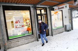 Delar på kunderna. Kronans båda apotek i Sandviken väntas ta kunder från varandra. Men den totala omsättningen ökar, tror chefen Kristina Höijer.