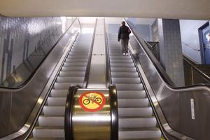 Inga tekniska fel. Den nya rulltrappan under Västra Ringvägen har inte haft något tekniskt fel sedan den invigdes i fjol. Att installera rulltrappan och rusta upp tunneln kostade ungefär sex miljoner kronor.foto: Carina widell