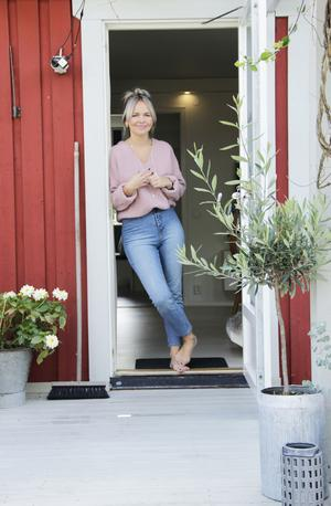 Josefine Gunhamre har satsat mycket möda på att sätta sin prägel på kedjehuset i Valbo.
