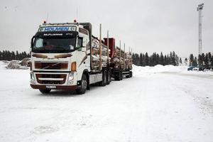 Primaskog måste ibland förmedla leveranser från Holmen Skog till sågverket Tjärnvik Trä.