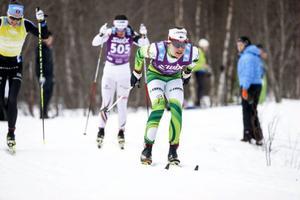 Seraina Boner, Charlotte Kalla och Kerttu Niskanen passerar i Edsåsdalen efter 26 kilometer.