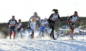 Stina Nilsson under kvartsfinalen, som blev hennes sista framträdande under fredagens sprint i Lillehammer.