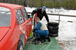 Norrmän. Lars Ivar Mastad och Sivert Mastad kommer från Norge men tävlar nästan bara i Sverige eftersom det är billigare, berättar de.