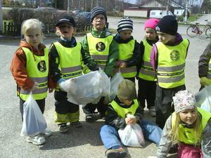 Sammanlagt fick barnen ihop åtta soppåsar med skräp.