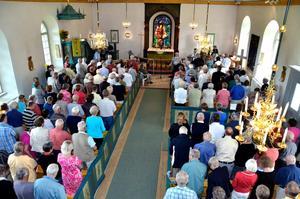 Fullsatt. Tiveds kyrka var fullsatt till sista bänkraden under sågkvarnsmötet.