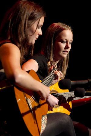 Lovisa Pettersson och Julia Bergwahl spelade El vito.