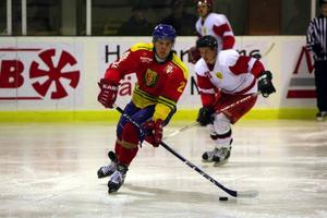 Hockeymatchen mellan hemvändarna och Svegarna slutade med en knapp seger för hemvändarna.Foto: Håkan Degselius