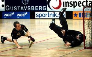 Frösökillen Daniel Ramsin (till höger), målvakt i Täby som spelar  i Superligan, tar en av målvaktsplatserna i den svenska truppen när innebandy-VM avgörs i Tjeckien.  Foto: Tomas Oneborg/SCANPIX