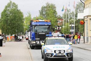 Polisen kontrollerade, eskorterade och såg till att farten hölls nere.