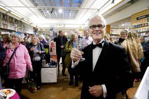 En oväntad Nobelpristagare - men bokhandlaren Lennart Bergström utbringar förstås en skål ändå