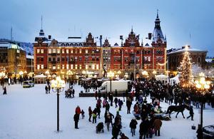Överraskningen, som kommer att stå på torget i vinter, presenteras under fredagen.