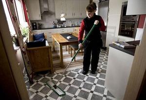 Många vill ha snyggt hemma inför helgen, så att de själva slipper ägna ledig tid åt att jaga dammtroll.