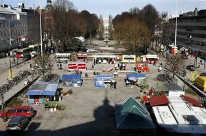 Gävle kommun har anlitat konsulter för att ta fram en kommersiell strategi för Gävle centrum. Konsulterna tycker bland annat att torghandeln ska vara kvar på Rådhustorget, att det ska finnas fler uteserveringar, en skateramp i Boulognern samt livsmedelsaffärer i Winnhuset.
