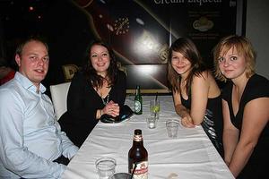 Blue Moon Bar. Mikael, Åsa, Jessica och Jessica