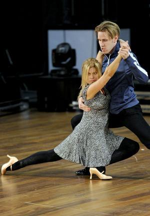 Pernilla Wahlgren och Tobias Bader ska dansa tango i kväll.