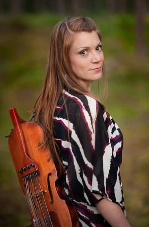 Folkmusikern Emilia Amper.