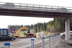 Bron över den blivande motorvägen kommer att användas flitigt den här månaden, då E4-trafiken leds om.