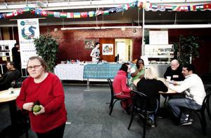 Med bra priser och spännande utbud vill kaféet locka  besökare.