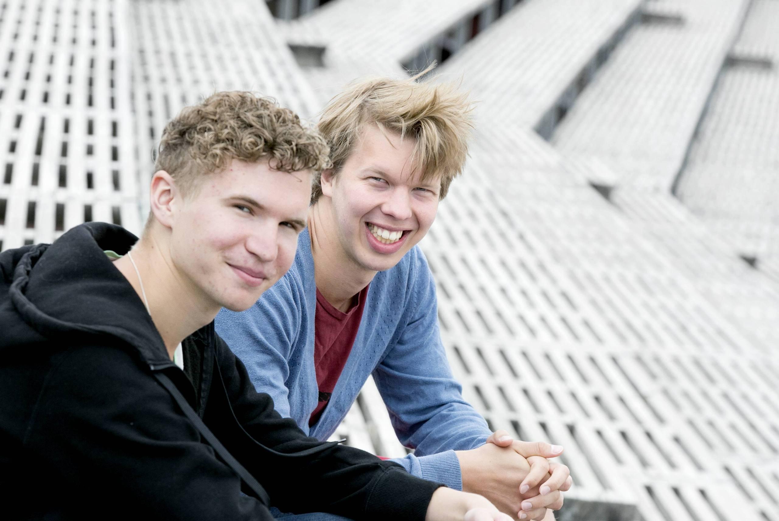 Dating hem sida för killar med skägg dubbel dating DeAngelo