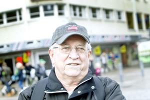 – Sedan linjerna kom till är det färre fotgängare som går på cykelbanorna, säger Karl-Olof Persson.