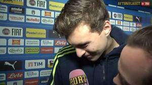 Victor Nilsson Lindelöf får se familjens reaktion i ett videoklipp under en intervju med Sportbladets Fredrik Jönsson. Foto: Sportbladet.