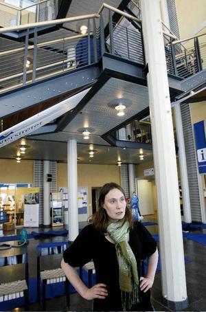 """Anja Palm, vice ordförande i studentkåren i Östersund,  är skeptisk till ett avskaffande av                kårobligatoriet. """"Det kan innebära att  externa sponsorer kan behövas för att verksamheten ska fungera. De aktörerna kan gå in                med krav. Det betyder att vi kommer att arbeta på deras villkor och inte för studenterna"""", säger hon. Foto: Henrik FlygareHåkan Wiklund, prorektor vid Mittuniversitetet, kan bjuda på en bredare rekryteringsplan av studenter. Foto: ulrika andersson"""