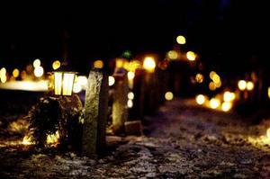 Under helgen tändes ljus runt om på länets kyrkogårdar.foto: Lars-eje lyrefelt