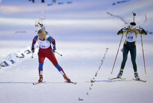 Damernas seniorklass avgörs när Emelie Larsson spurtslår Elisabeth Högberg.