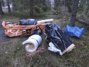 Sopor i skogen i Nykvarn.
