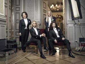 Anna Hedenmo, Victoria Dyring, Ebba Kleeberg von Sydow och Jessika Gedin ledde tv-sändningen från Nobelbanketten.