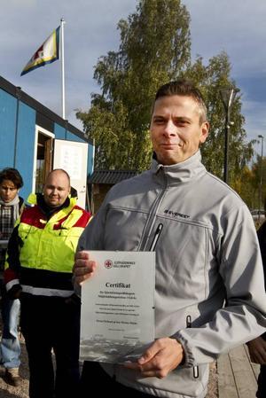 Mathias Darmell mottog ett certifikat på tisdagen.