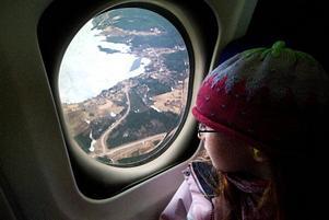 Borlänge från ovan. Många tog chansen att få se Borlänge från ovan i lördags då Dala Airport höll öppet hus för allmänheten. En av dem som om med på en flygtur var Phoebe Sandberg, 8.