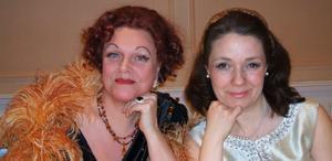 Oväntat möte. Zarah Leander (Margaretha Dahlhamn) och Alice Babs (Karin Frölén) möttes i en kabaré på scenen i Årskogen, Gnarp för en kväll.