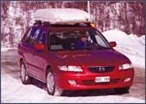Foto: OLLE HILDINGSON Lyser rött. Den röda färgen är det enda upphetsande på den uppgraderade Mazda 626. Under skalet finns många kvaliteter.
