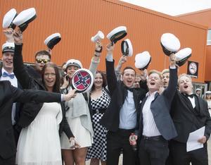 För vi har tagit studenten, för vi har tagit studenten. Studentsångerna hördes över hela Sollefteå under gårdagen.