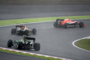 Marcus Ericsson jagar Pastor Maldonado och Jules Bianchi på Suzukabanan, minuter före den ödesdigra kraschen.