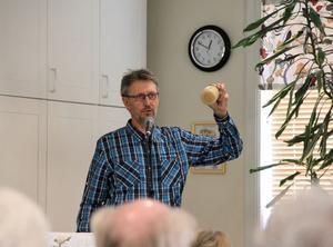 Sune Söderqvist från Trönö har varit biodlare i snart 25 år.