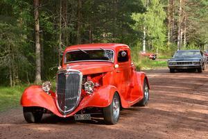 Det var en strid ström av bilar som gled genom byarna och skogarna i Älvdalen.