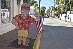 Låg träbebyggelse och tropisk grönska utmärker gatorna i Key West.   Foto: Anders Pihl/TT
