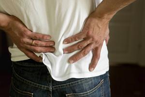 Känner du av värk i ryggen när du är på jobbet – eller kanske hemma när du städar? Då är du inte ensam. Var fjärde svensk lider av problem med rygg och nacke.