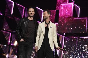 Peter Jöback och Ola Salo har tävlat i Melodifestivalen tidigare. I år debuterar de som programledare för Andra chansen i Halmstad – tillsammans med Gina Dirawi.