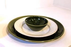 Mattallrik, assiett och miniskål ur serien
