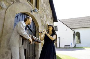 Samspelta. Pehr Falkenström och Hélène Nevers är två av medlemmarna i Krakelur, som spelar i Viby kyrka på onsdagen i musikveckan. BILD: Lars-Ivar Jansson