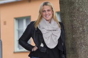 Vill ha en bil. Veckans 20-åring Klara Adamenkos önskepresent är Golf GTI. Hon tycker det är en pigg bil, som är rolig att köra. Födelsedagen firar hon med tårta tillsammans med sin familj. På lördag ska hon ha middag för sina vänner.foto: Margareta Andersson