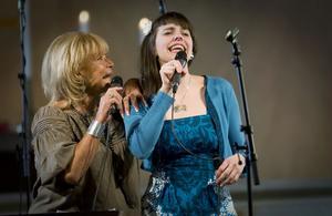 Lill-Babs och Brita Björs gladde åhörarna med att gemensamt framföra