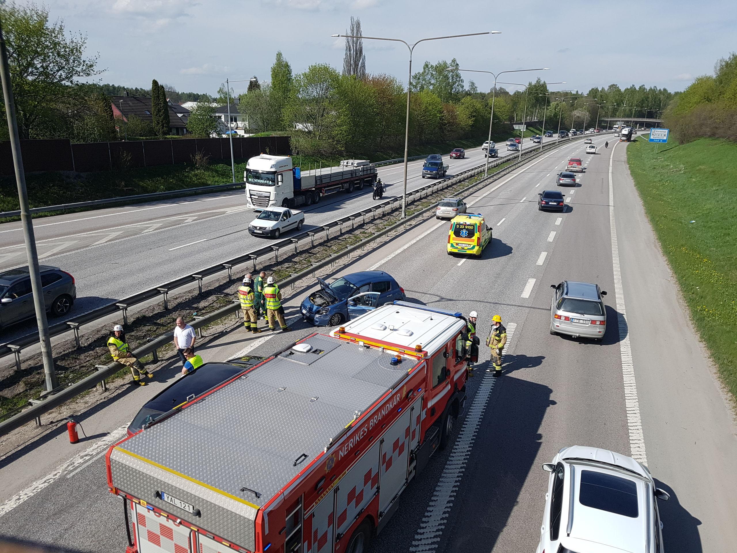 Personbil i olycka pa e20